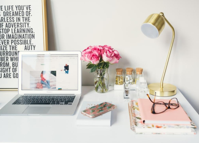 online course page desk